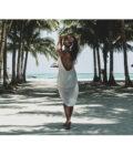 девушка на фоне океана в Азии